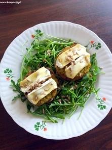 Pomysł na pieczarki faszerowane bazyliowym pesto i serem pleśniowym camembert, polecam! :)