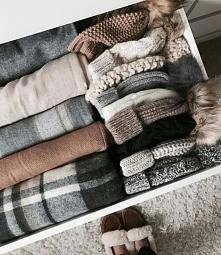 Ciepłe swetry i czapki,  co by zimno nie byli