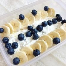 TWARÓG Z OWOCAMI ✔️pół kostki twarogu ✔️2-3 łyżki jogurtu naturalnego/ grecki...