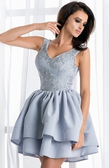 Bicotone 2118-03 sukienka szara Zjawiskowa sukienka, o rozkloszowanym fasonie, góra dopasowana pokryta piękną kwiatową koronką