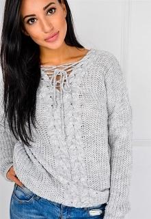 Długi sweter sploty z warkoczem i wiązaniem >> Sukienki.shop