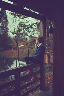 """""""Lubię jesień… Jesień jakby usprawiedliwia depresję, jesienią nie trzeba..."""