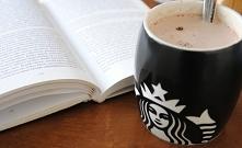 Najlepsza moment podczas jesiennych wieczorów- gorąca czekolada i dobra książ...