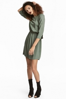 Pasuje ubrać tą sukienke z cielistymi rajstopami,botkami na ur do restauracji 4 listopada?