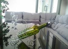 Nietypowy stojak na wino.