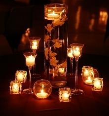 Oczywiście  nie może zabraknąć blasku świec!  Jest to zdecydowanie autumn must  have...