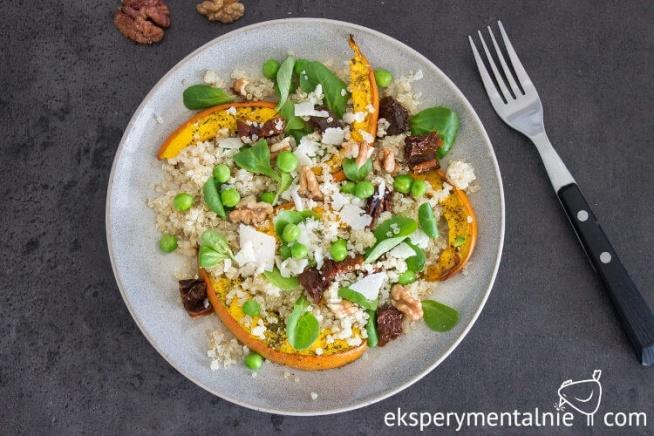 Sałatka z pieczoną dynią i quinoa  - sycąca sałatka na obiad lub na kolację / Pumpkin and Quinoa Salad Recipe - dinner ideas