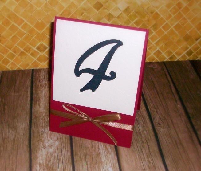 Numerki/oznaczenia stołów z kolekcji ANASTASIA :) biel-bordo-złoto  Masz pytania? Chcesz złożyć zamówienie? Pisz! kraina_czarow@interia.pl  *link do aukcji w komentarzu