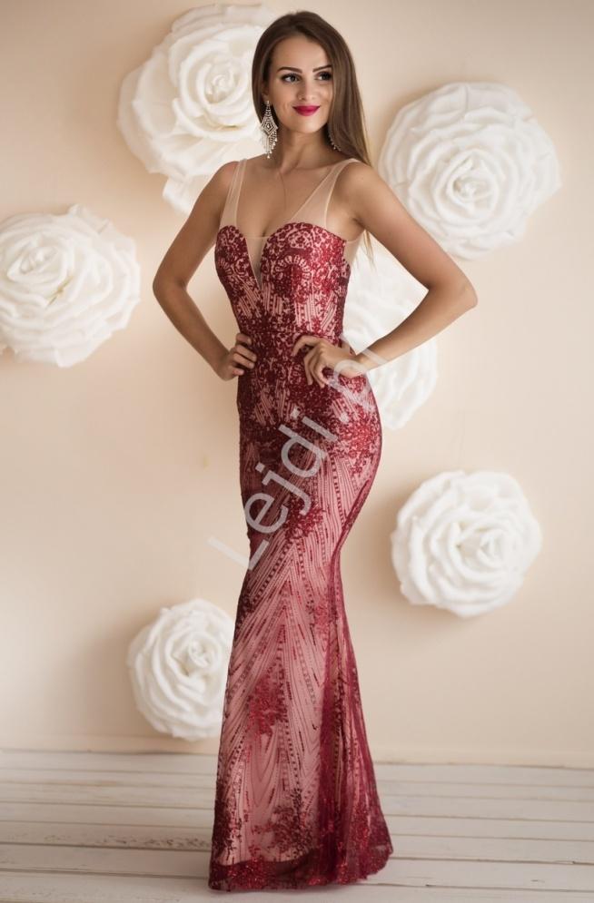 Zmysłowa długa suknia w kolorze ciemnego wina z brokatowymi ornamentami, przepięknie mieniąca się.  Suknia z beżową podszewką, wierzchnia warstwa z beżowej siateczki ozdobionej brokatem w kolorze ciemnego wina. Suknia podkreślająca kobiecą sylwetkę. Sukienka karnawałowa, balowa, sylwestrowa.