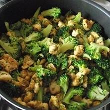 Brokuły z makaronem i kurcz...