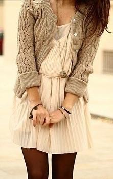 Sukienka i ciepły sweterek <3 (zdjęcie z styllowy.pl)