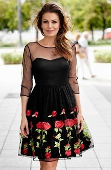 Aurora M231 sukienka Zjawiskowa sukienka, rozkloszowany fason, dół spódnicy ozdobiony pięknymi haftowanymi kwiatami