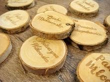 plastry drewna jako winietka na stół, więcej info na stronie jotstudio.pl