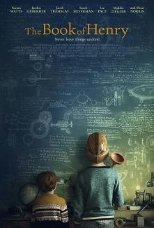 The book of Henry (2017) dramat Wspaniała historia chłopca o niezwykłym darze jakim jest inteligencja. Chłopiec obdarzony niezwykłym rozumem umiera na raka mózgu, lecz przed śmi...