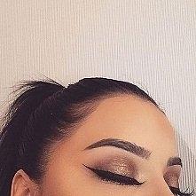 her eyebrows omg