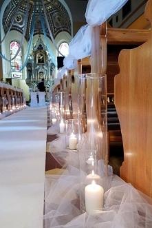 Dekoracja kościoła światłem.