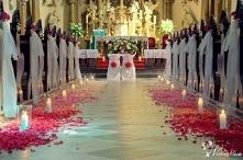 Jeżeli ślub kościelny to i tu trzeba zadbać o piękne dekoracje.