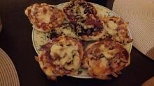 Mini pizzerki z ciasta droż...