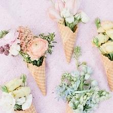 Inspiracja na dekoracje ślubne - kwiaty w rożkach lodowych! Dobry pomysł? :) zdjęcie: Megan Welker