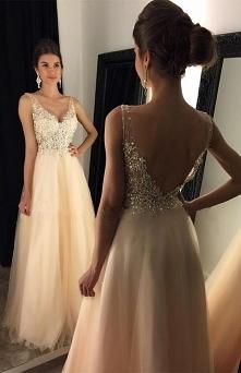 Piękna! Podobne TU > sukienkinastudniowke.pl