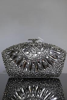 Luksusowa unikalna torebka wieczorowa w z kryształkową kolią oraz zapięciem kwiatkiem  Cudownie błyszcząca torebka, ręcznie zdobiona kryształkami w rozmaitych kształtach i rozmi...