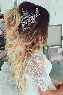 Fryzura na ślub niby z wyglądu taka posta ale jednak śliczna