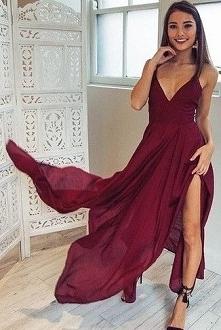Idealna! Podobne TU ➡️ sukienkinastudniowke.pl