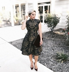 Pięknie zdobiona sukienka Chi Chi London, do kupienia TU  ➡️ sukienkichichilo...