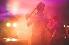 Post o weselnym dylemacie: DJ czy orkiestra?