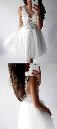 Biała sukienka na studniówk...
