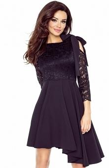 Bergamo 78-03 sukienka czarna Efektowna sukienka, góra dopasowana pokryta kwiecista koronka, na ramieniu urocze wiązanie na kokardę