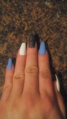 niebieski biały plus czarny...
