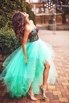 Suknia Montana marki Lulu Design to piękny, dopasowany gorset oraz prawie 19m...