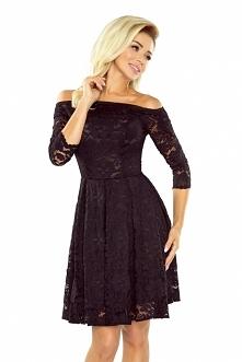 Czarna koronkowa sukienka z odkrytymi ramionami :) pięknie będziesz się w nie...