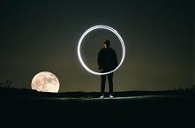 Termin 'fotografia' wywodzi się z języka greckiego i oznacza 'rysowanie, malowanie światłem'. A może by tak potraktować etymologię fotografii dosłownie? Długie, zimowe wieczory ...
