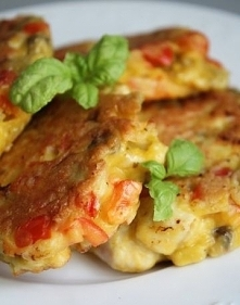 Placuszki z kurczakiem, papryką i pieczarkami Placuszki z kurczakiem, papryką i pieczarkami to moja propozycja na obiad w 20 minut! Jak Wam się podoba taki szybkie danie? Składn...