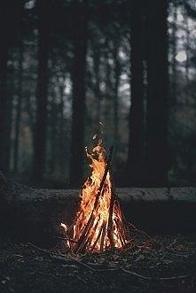 Przelej swe smutki na papier i patrz jak płoną w ogniu...