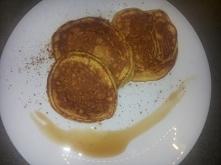 polecam z kwestiisamku, pyszne, pulchne, bardziej niz pancakes!!:)  Składniki 4 porcje      200 g purée z upieczonej dyni     50 g jogurtu naturalnego (opcjonalnie)     2 jajka ...