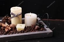 Kawa na ławę. (na tacce umieszczamy wybrane świeczki, rozsypujemy ziarna kawy...