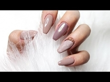 Delicate nails with gold &a...