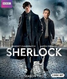 Sherlock (2010) Dr Watson (Martin Freeman) jest lekarzem i weteranem wojennym...