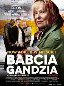 Babcia Gandzia / Paulette (2012)  Gdy w ręce zgorzkniałej i pokłóconej z cały...