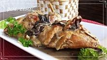 Królik w sosie grzybowym 1 królik ( 2 kg po sprawieniu ) 2 cebule 1 solidna garść dowolnych suszonych grzybów 2 gałązki świeżego rozmarynu sól do smaku pieprz do smaku pieprz ca...