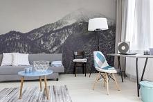 minimalistyczna paleta kolorów we wnętrzu + fototapeta z górskim widokiem = stylowa aranżacja!
