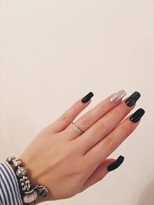 Jako iż nie jestem tradycjonalistą mój pierścionek zaręczynowy też nie jest  ...