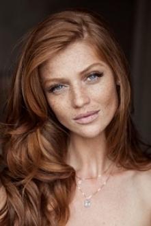 Ślubny makijaż dla rudowłosej panny młodej. Jak Wam się podoba w tym wydaniu?...