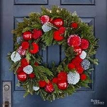Cute DIY Christmas Wreath with Pom-Pom Balls