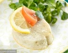Szczupak po żydowsku Adama Mickiewicza Składniki: 2-2,5 kg szczupaka 2 bułki kajzerki 3 cebule sól, pieprz gałka muszkatołowa 2 łyżki masła jajko włoszczyzna 1/2 l mleka 1/2 łyż...