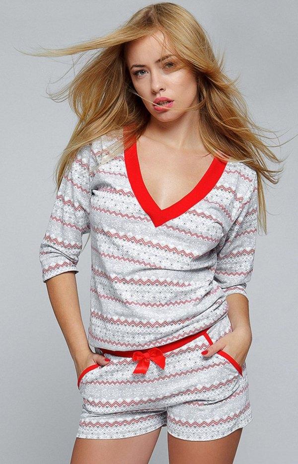 Sensis Snowflake komplet Urocza dwuczęściowa piżamka, utrzymana w ciepłym świątecznym klimacie, bluzka z długim rękawem