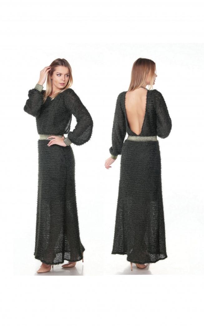 Długa suknia w kolorze khaki.